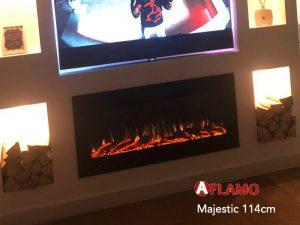 Elektrische inbouw sfeerhaard onder TV